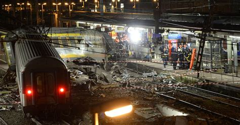 Train crash kills 6, injures tens in Paris suburb